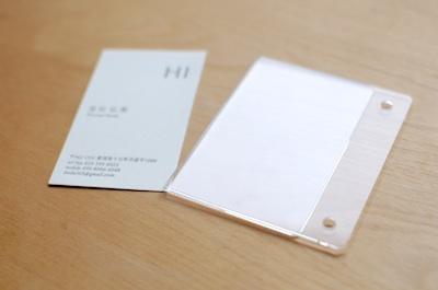 名刺サイズのアクリル製のケース