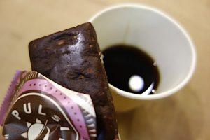 ローチョコブラウニーとケロケロ号のコーヒー