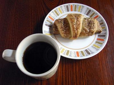 ミールクラフトのコーヒーとクロワッサン