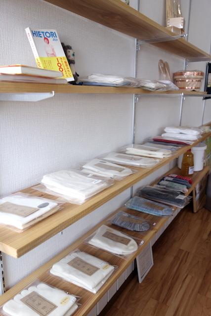 小林米穀店の冷えとり靴下の棚