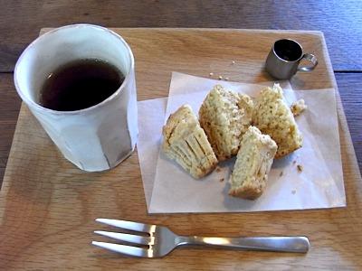 上越市のFarmer's table「冬の日」のマフィンとほうじ茶
