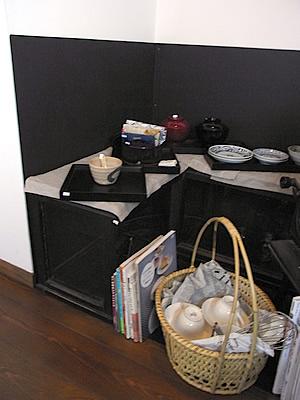 冬の日の放出品:ケース、食器
