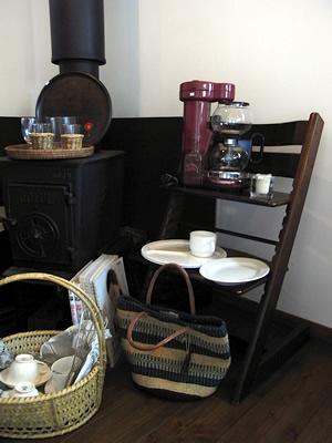 冬の日の放出品:食器、お盆など