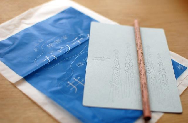 ガウディ展で買ってきたオリジナルグッズ、鉛筆とポストカード