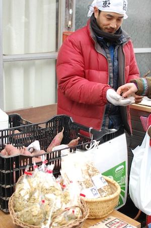 津南町の農家「はらんなか」さん焼き芋販売