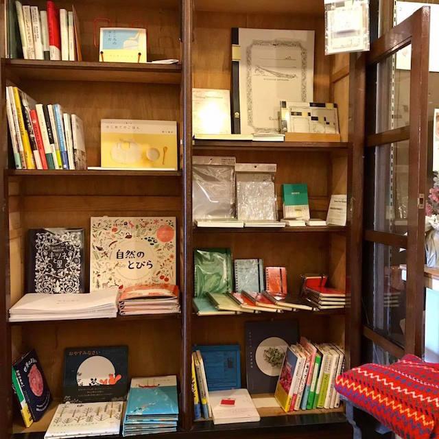 南魚沼市にある雑貨と洋服のお店 ハイネの本とノートのコーナー