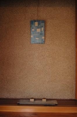 飯塚直人さんの漆 絵のような作品と小さなオブジェ