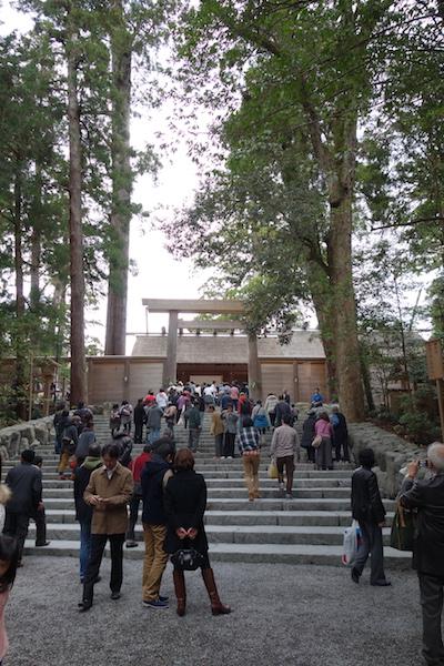 伊勢神宮内宮の正宮前の階段