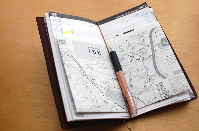 トラベラーズノートにツバメカレンダーの用紙を差し込んで