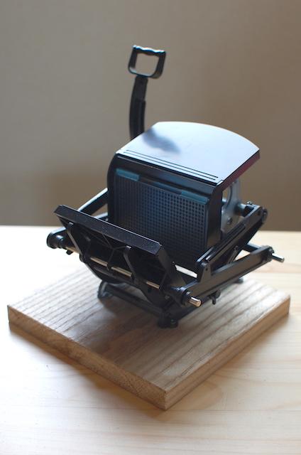 小さな活版印刷機を土台に