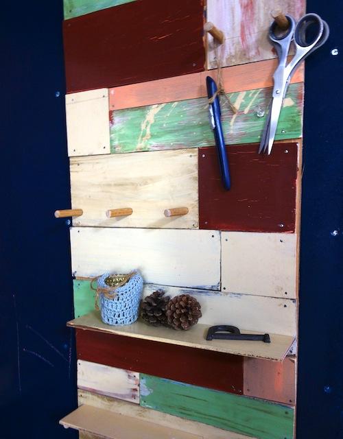 手づくりの壁掛け飾り棚