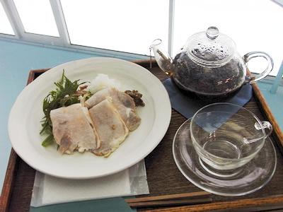 妻有ポーク「越の紅」 まつだい食堂自家製ハムと富士美園の「雪国紅茶」
