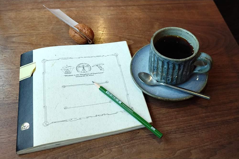 胡桃堂喫茶店のコーヒーと、置かれていたツバメノート