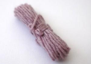 紫根で染めた毛糸