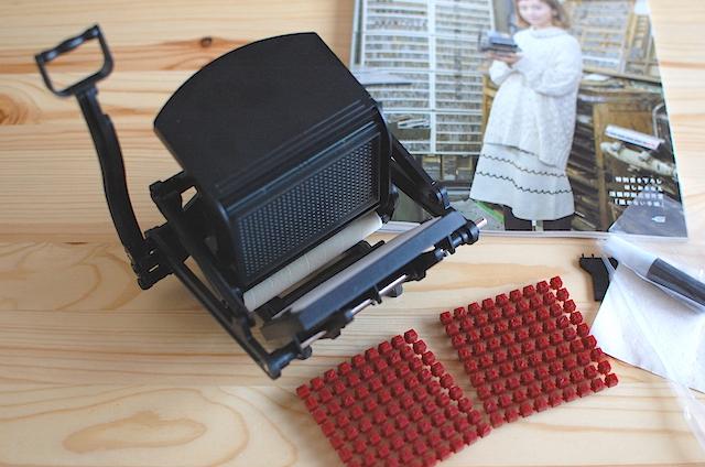 組み立て終えた、小さな活版印刷機
