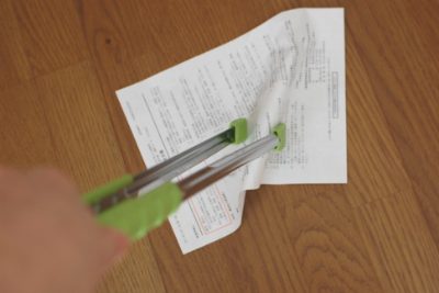 マジップで薄い紙を掴む