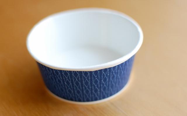 アイスクリーム「mow」のカップ