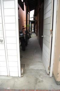 七尾屋へ通じる路地入り口