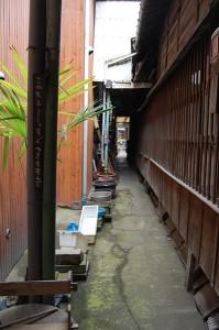 七尾屋への路地
