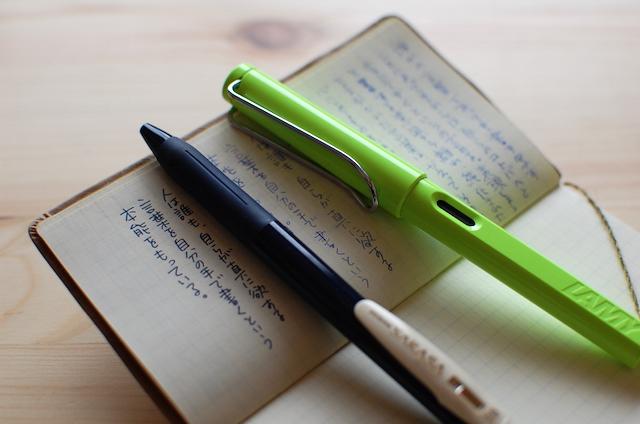 ツバメ手帖とLAMY万年筆、水性ボールペンSARASA