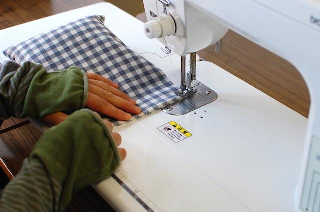 ぬかぽんの製作工程:袋の口を縫う