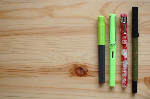 年賀状の準備、筆記具だけは...