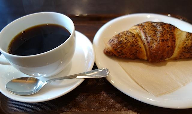 ペンステーションのクロワッサンとコーヒー