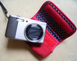 リコーデジタルカメラ R8