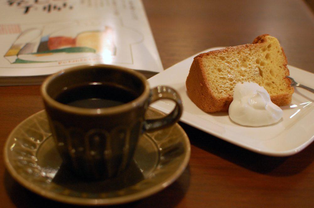 リボンカフェのシフォンケーキとコーヒー