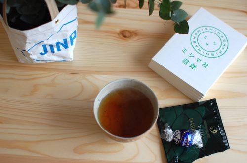 リボンカフェのポイントカードで貰ったティーバッグとチョコレート