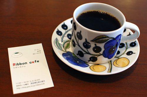 十日町市リボンカフェのショップカードとおいしいコーヒー