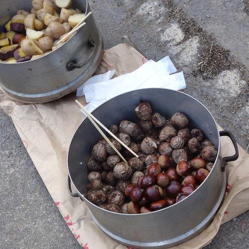 ヌカ釜で蒸した里芋や栗
