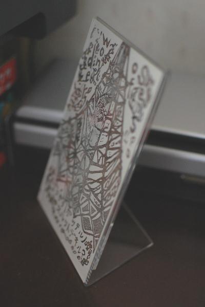 アクリルのポストカードスタンド