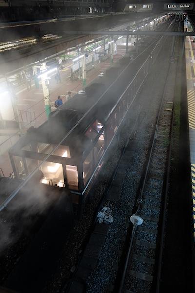 夜、新潟駅のSL