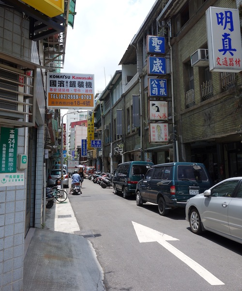 台北 LOOPYのある通り