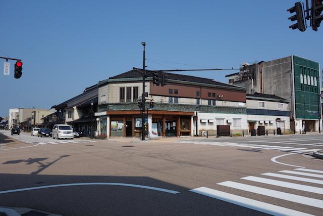 高岡市 山町筋の交差点