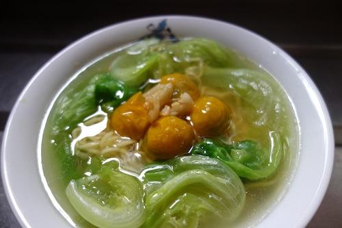マルちゃん正麺 塩味にミニトマトとレタス