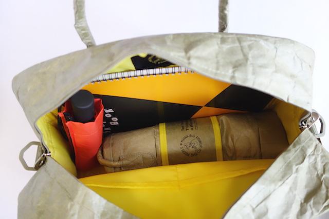 B4スケッチブックも余裕で入る超軽量旅行バッグ
