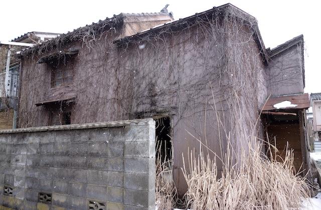 岩瀬地区の朽ちた感じの建物