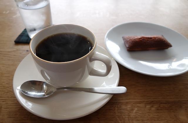 koffeのコーヒーと焼菓子