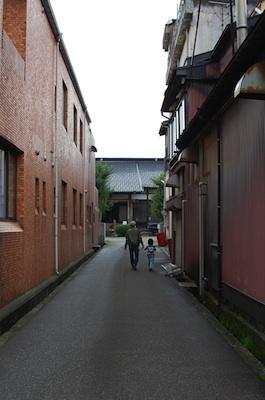 つむぎ日和会場のお寺への道