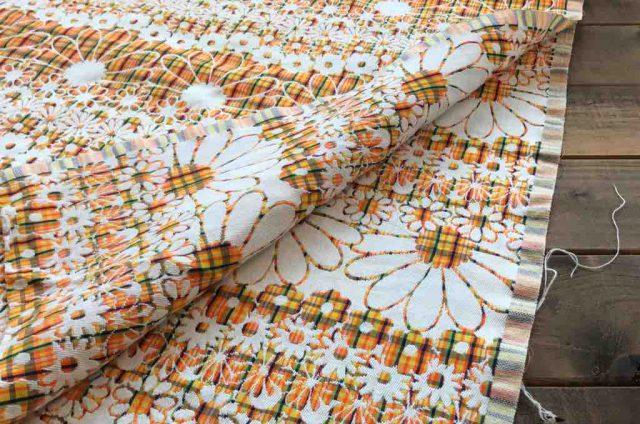 ハイネにあるusedの生地(レトロな柄の布)
