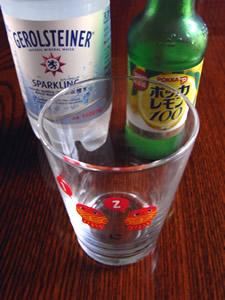 天然炭酸水「ゲロルシュタイナー」に濃縮レモン果汁