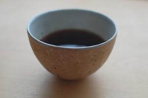 矢尾板克則さんのフリーカップにコーヒー